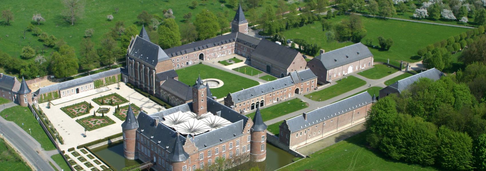 luchtfoto van het kasteeldomein